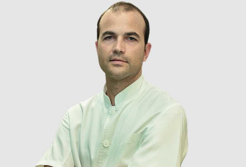 Doctor Juan Carlos Torres, especialista en implantología y cirugía oral