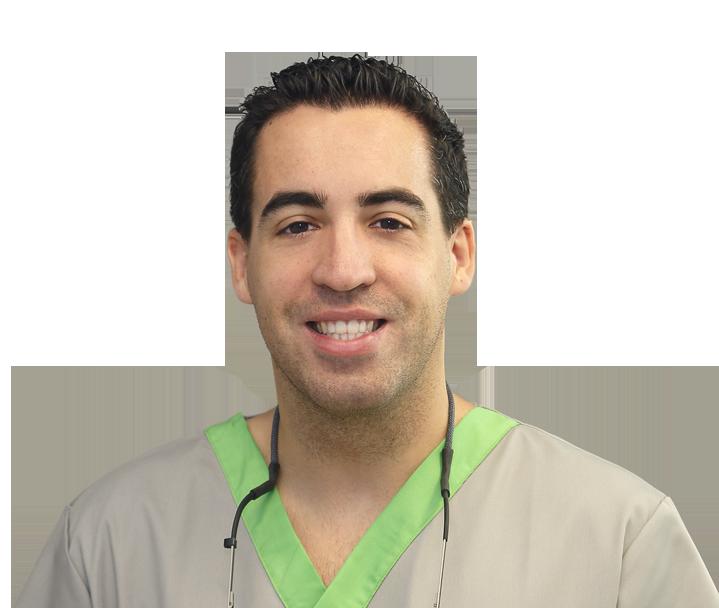 Dr. Rodrigo González Terrats, especialista en tratamiento quirúrgico periodontal