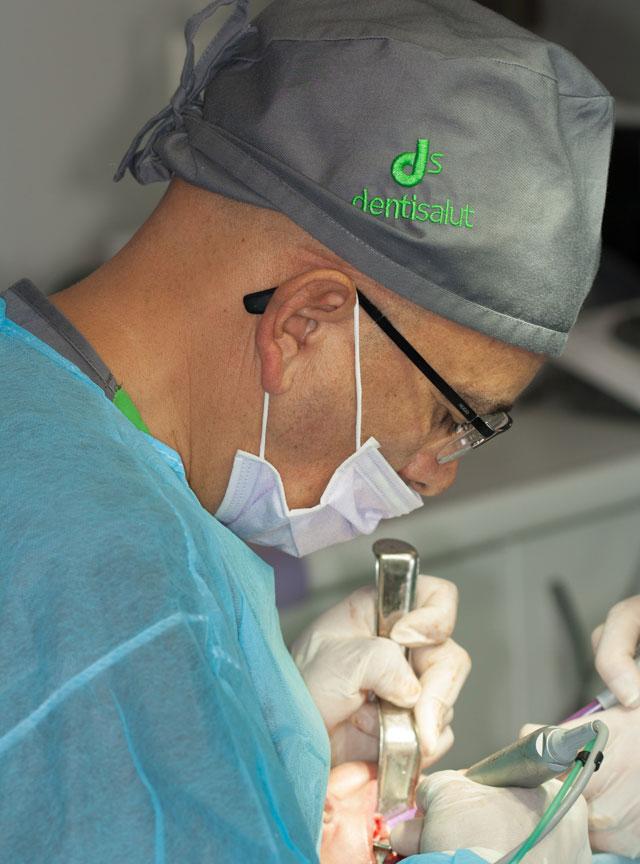 Cirugía de implantes dentales All on Six