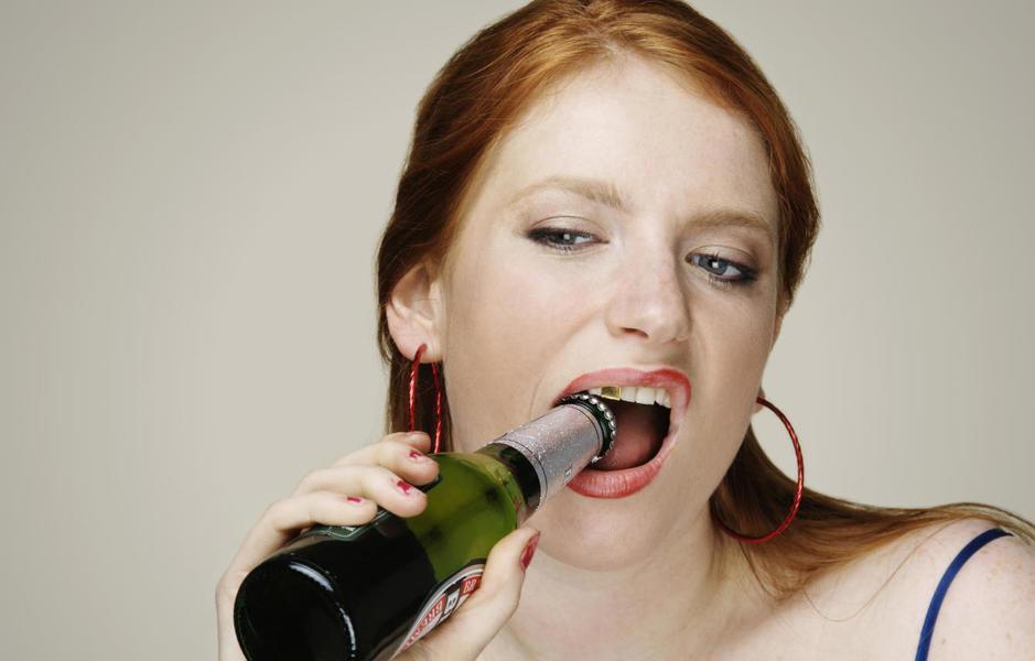 ¿Cómo afecta el alcohol a tus dientes?