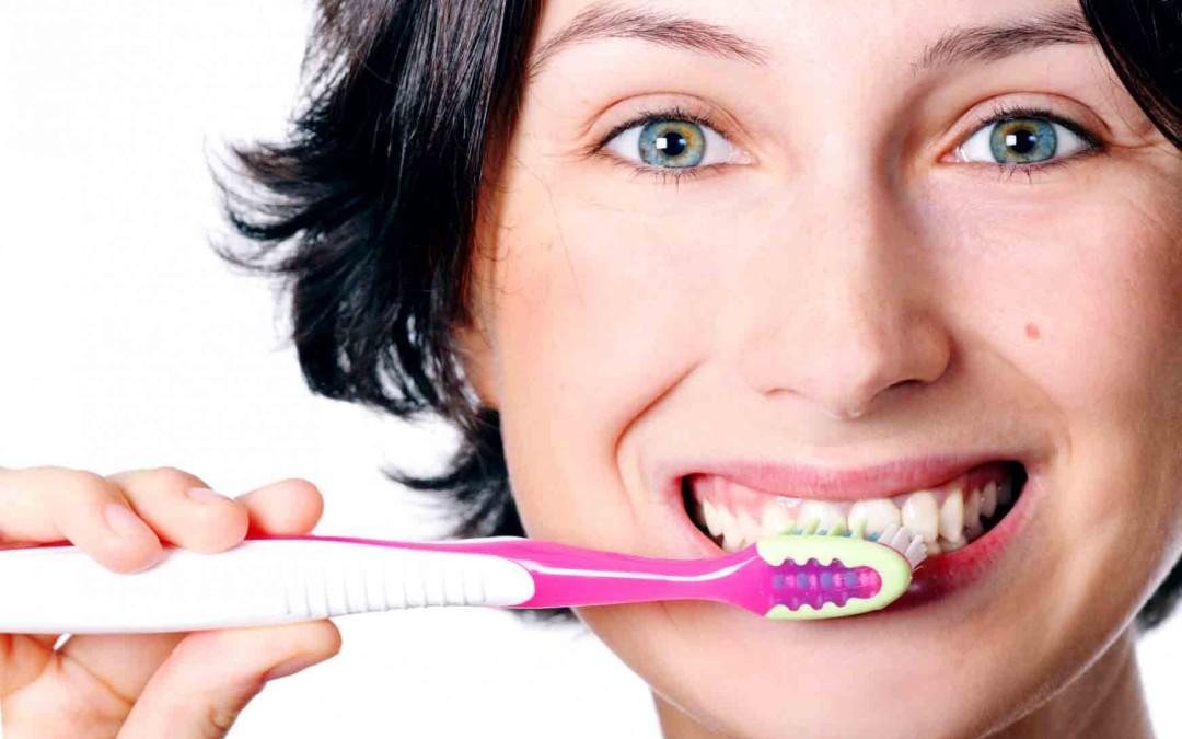Cómo cepillarse los dientes