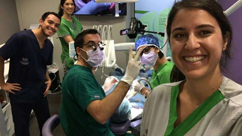 dr rodrigo gonzalez - dentisalut