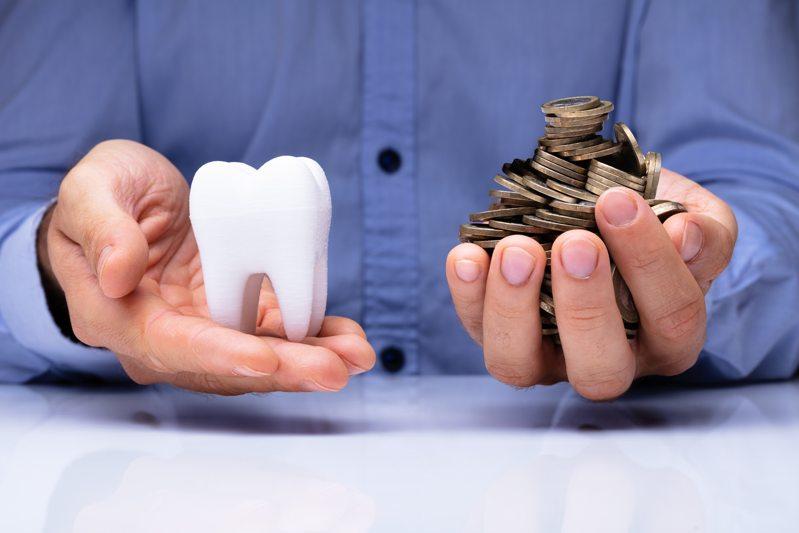 ¿Es elevado el precio de los implantes dentales en un día?