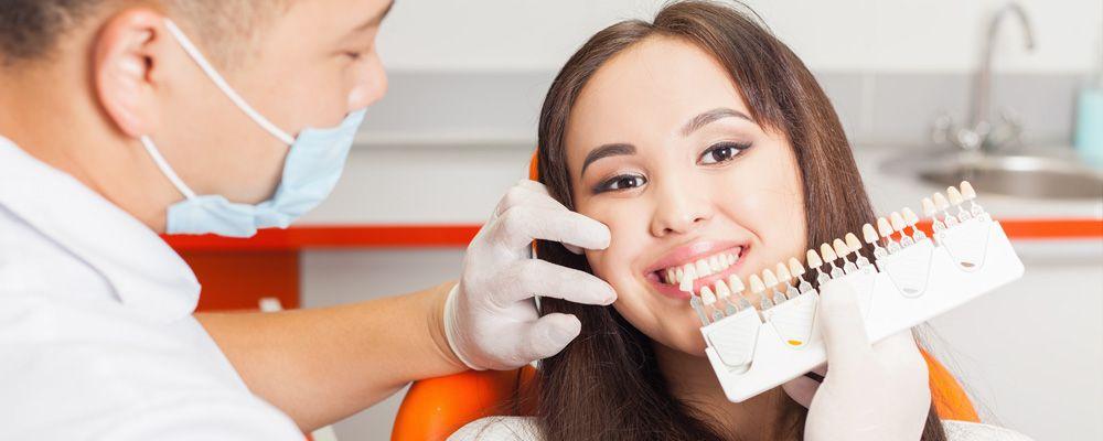 ¿Se puede realizar un blanqueamiento dental con implantes dentales?