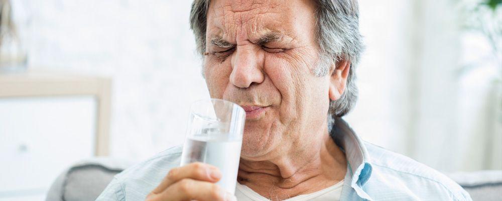 ¿Por qué nos duelen los dientes con bebidas frías o calientes?